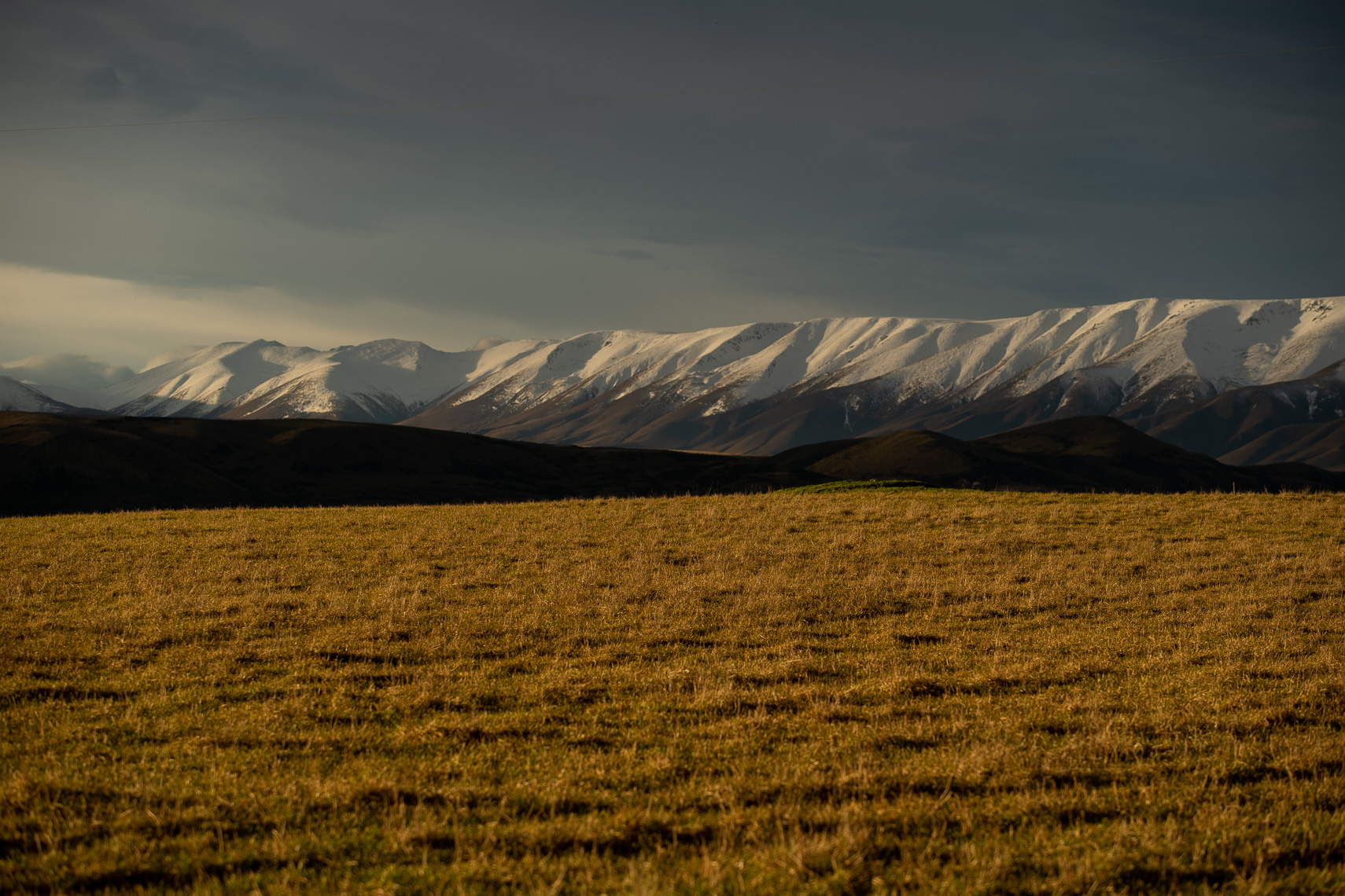 Snow on the Hawkdun range in the Maniatoto by Paul Green Photographer